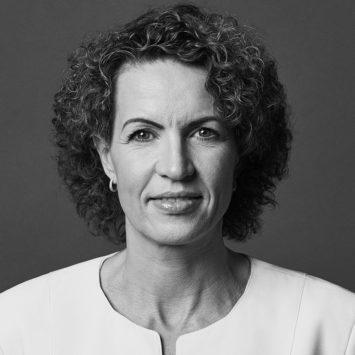 Portrait Dr Isabel Nazari Final